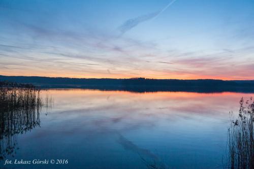 Zmierzch na jeziorem #zmierzch #jezioro #chmury #niebo #Chojnice
