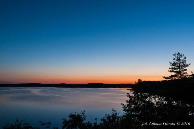 Zmierzch nad jeziorem #zmierzch #księżyc #zachód #jezioro #Chojnice