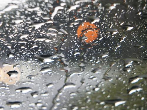 Z samochodu podczas deszczu..