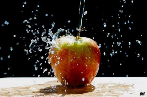 Wodna eksplozja jabłka